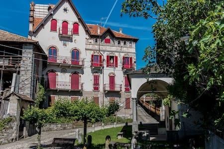 Castello Belvedere Centonara, appartamento grigio - Madonna del Sasso