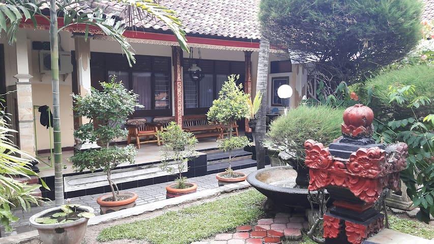 Cozy bedroom with breakfast in Bali
