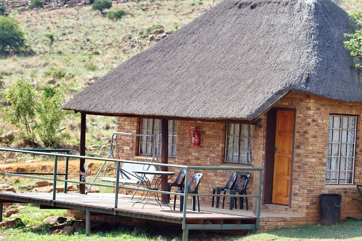 Thatched Chalet - 1- 6  guests, Magaliesburg