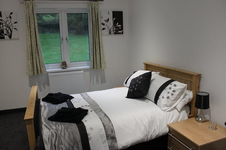 Double Room Ensuite - Garden View