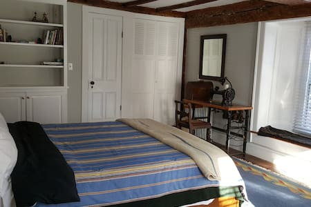 Sunny private room in Sea Captain Ira Ford house - 諾沃克(Norwalk)