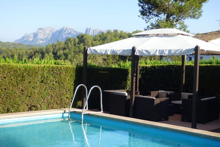 Luxurious Cottage in Sant Salvador de Guardiola with Pool