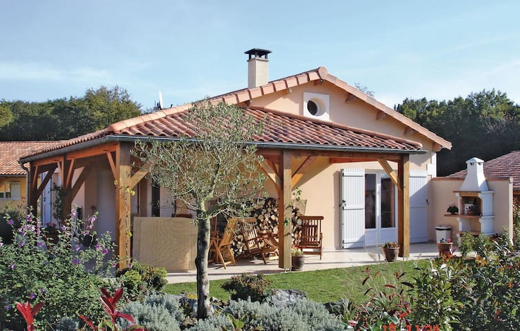 Holiday cottage with 2 bedrooms on 80m² in Les Forges
