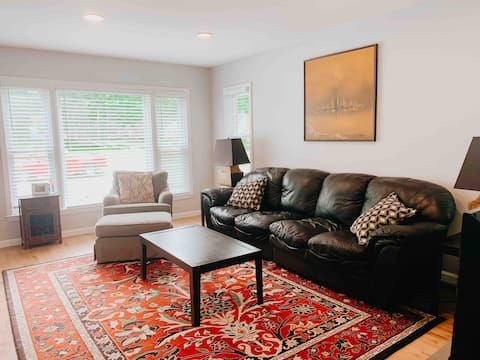 Bright 3-bedroom, 15 minutes to downtown