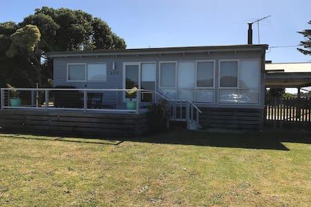 Spacious & comfortable Beach House - Saint Leonards - House