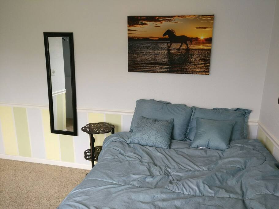 queen bed, mirror, night stand