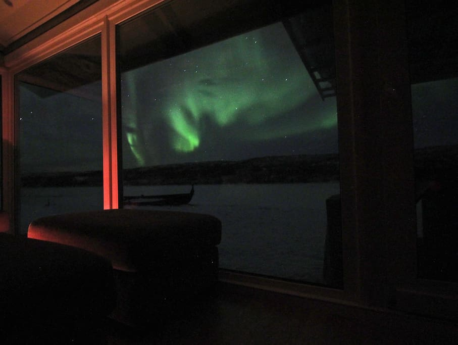 Northern lights can be seen to the living room.