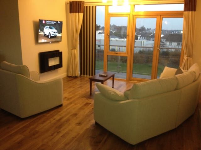 Double Room + Own Bathroom, Free Wifi, Tv area. - Castlebar - Daire