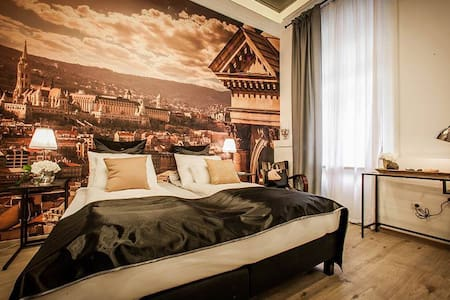 CLASSIC ROOM WITH PRIVATE BATHROOM - Budapest - Bed & Breakfast