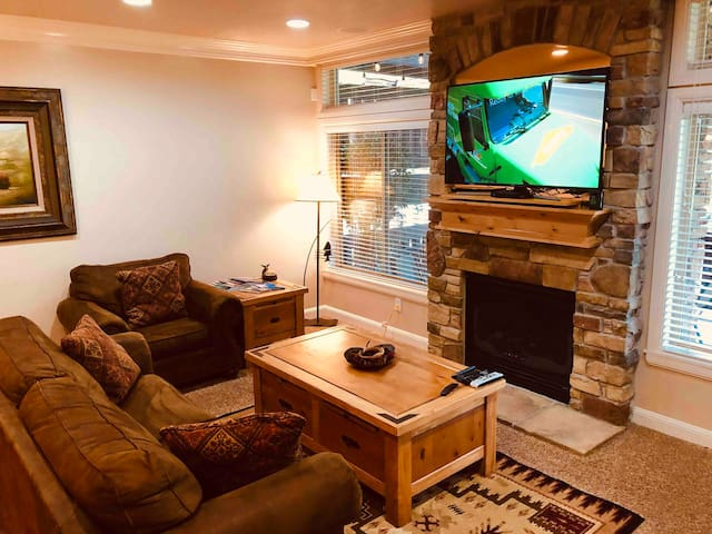 Snowbasin/Lakeside Village luxury stay. Specials!