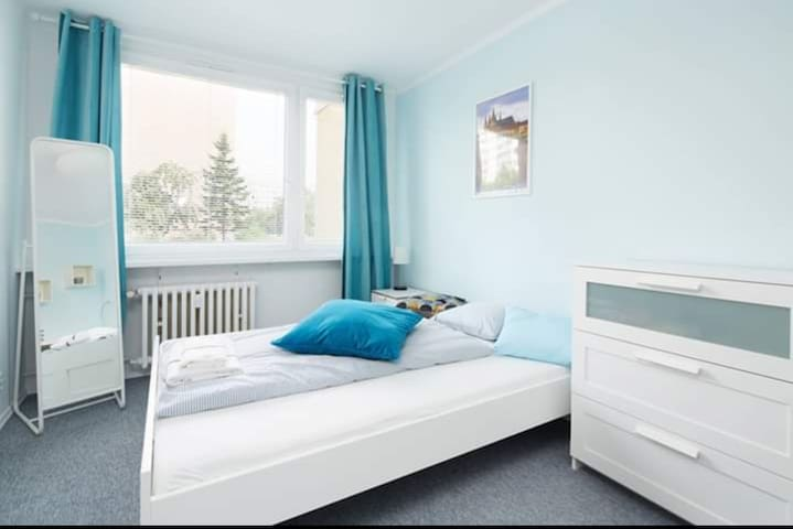 Bright room near  biggest shopping mall metro park