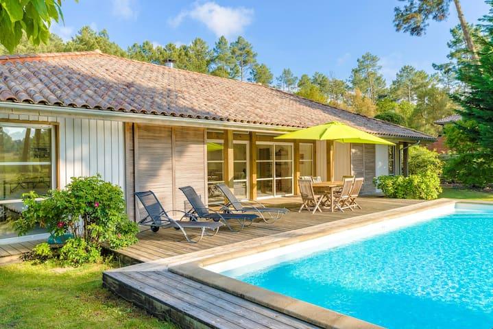 Villa pour 8 avec cheminée et PISCINE PRIVÉE!
