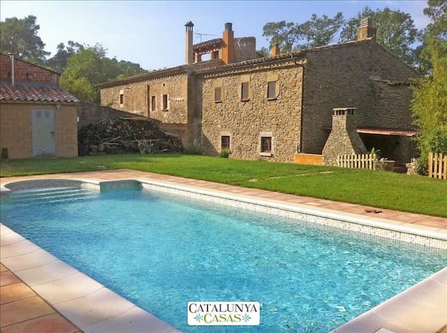 Fantastic La Foixa getaway for 8 people, only 15km from Girona - Girona - Casa de camp