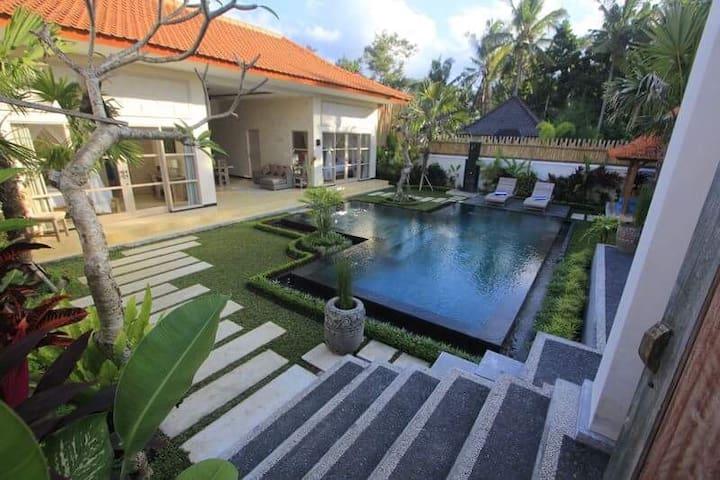 Villa Rumah Lumbung, 2 BR With Pool in Penestanan