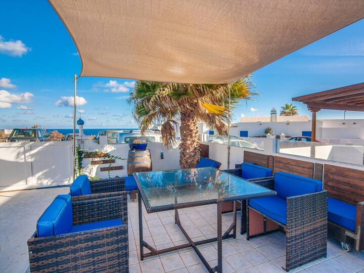 Villa Galán, 80 metres from the sea, private terrace with fantastic ocean views