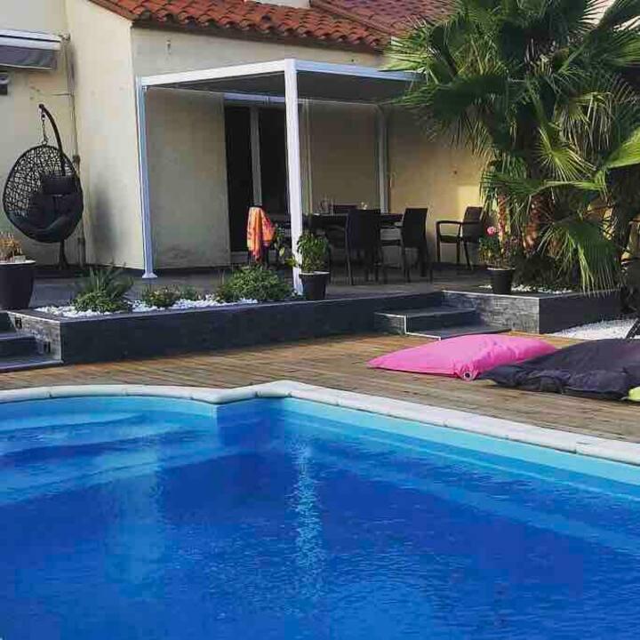 Villa avec piscine à 5 kilomètres des plages