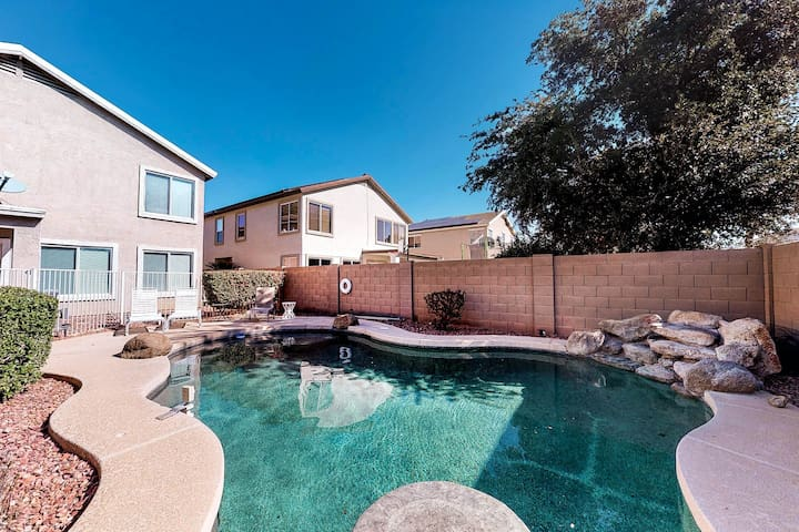 Large desert home w/ a private pool table, pool, & putting green!