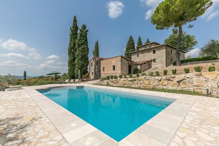 Bellaria: dimora di pregio con piscina nel Chianti