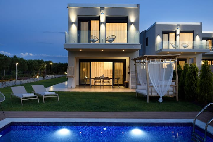 Deluxe 4 Bedroom Villa | Soleado Villas