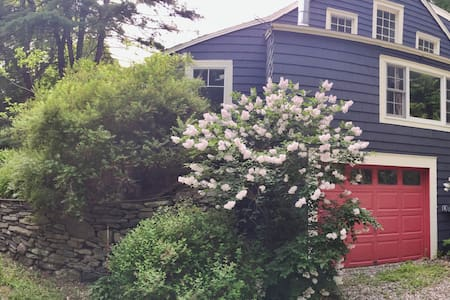 The Burrow - Cozy Cottage Near Rhinebeck and Omega