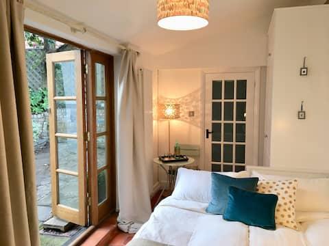 Tuinhuis met Eigen Ingang en Eigen Suite