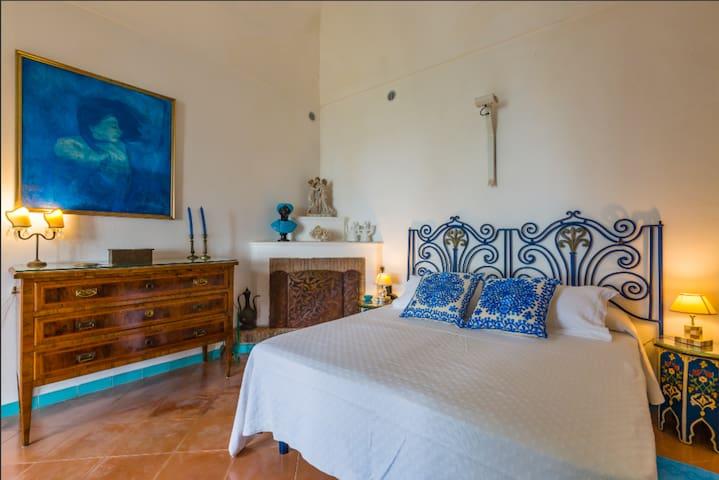 garden floor main bedroom suite