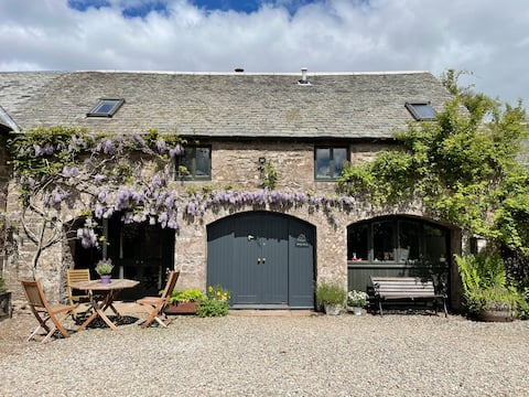 Charming, converted steading with stunning views
