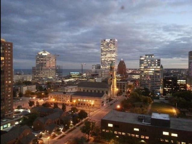 Chic unfurnished apt downtown MKE! - Milwaukee - Apartamento