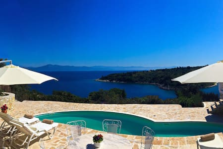 Lux villa with waterfalls pool-by the sea - Gaios