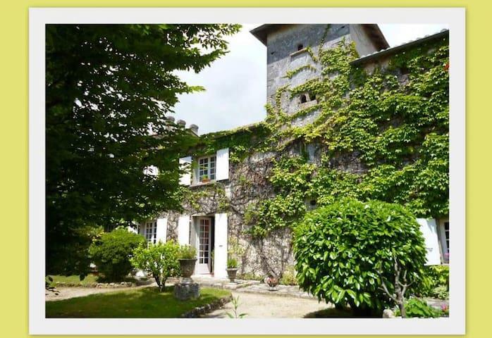 grande chambre avec lit double et canapé lit - L'Isle-d'Espagnac - Haus