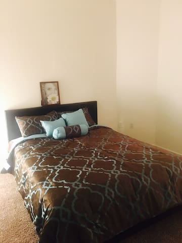 New room in luxury apt with great location - Los Angeles - Apartment