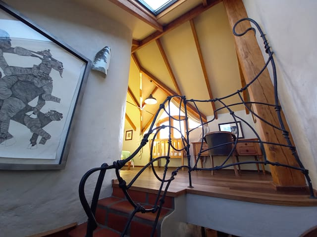Stairs up to landing outside main bedroom