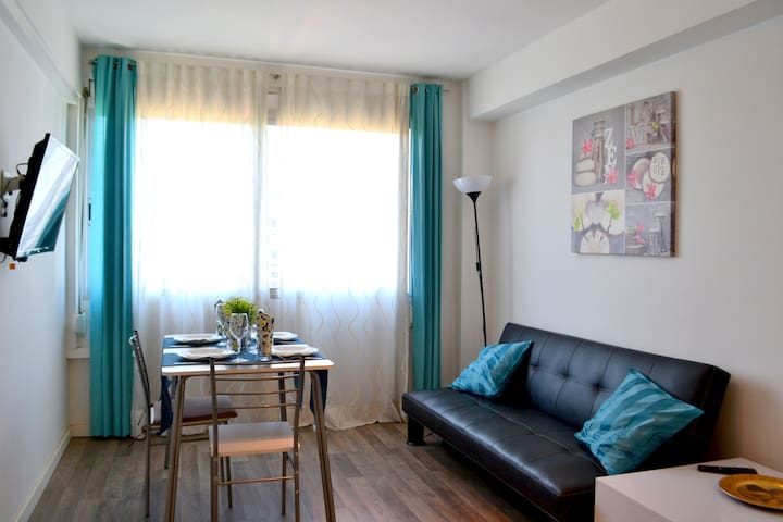 Cozy flat near the beach and Park del Forum