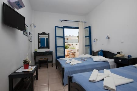 Traditional cycladic hotel near the sea - Paros