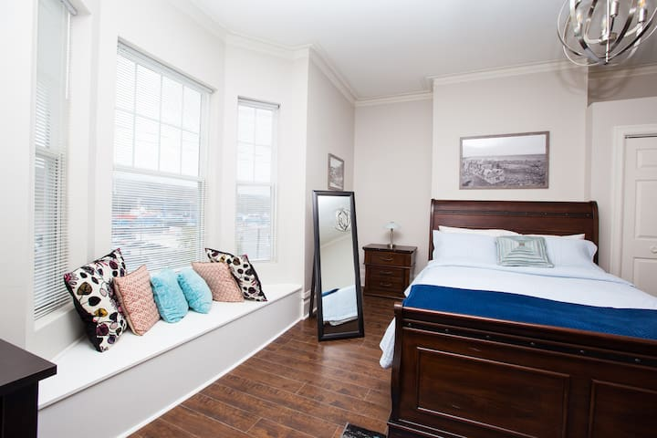 2nd floor queen  room