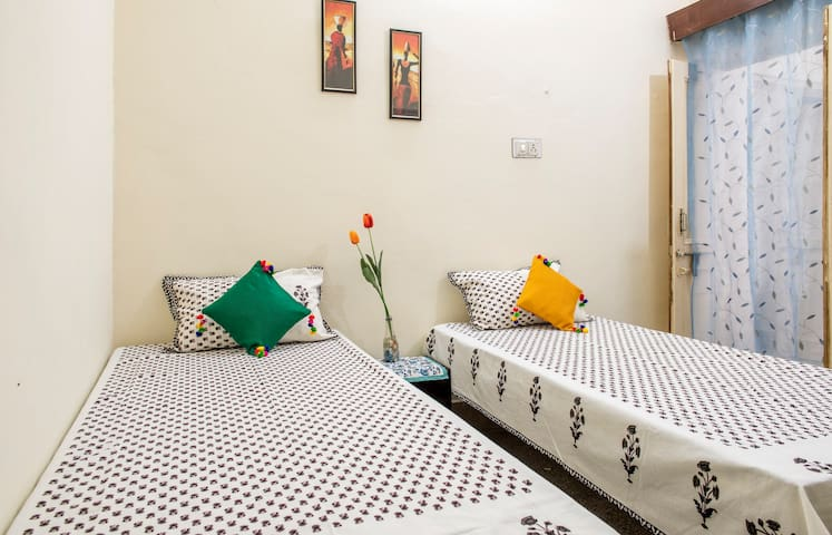 The little bus home stay 1 ,Jaipur one dbl room