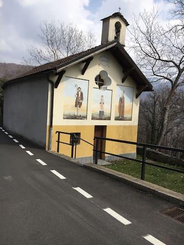 Der Weg zum Bungalow - 1. Kirche beim Parkplatz