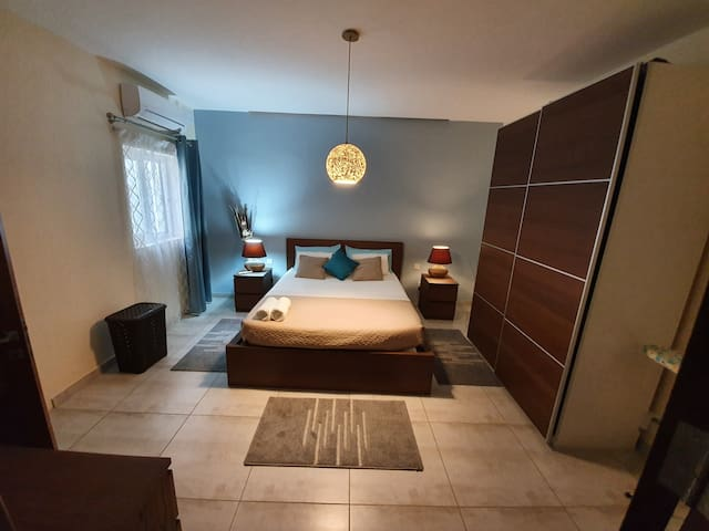 Airport Apartment - Luxury, Convenient and Central