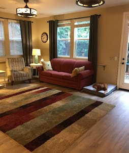 Private bedroom, bathroom near Claremont Colleges - Upland - Casa