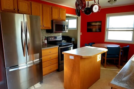 Fully Furnished 3 Bedroom Home, Close to Ferry's!