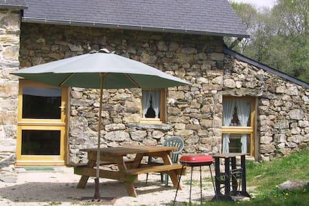 maison en pierres dans les monts d'Arrée - Lopérec - Huis