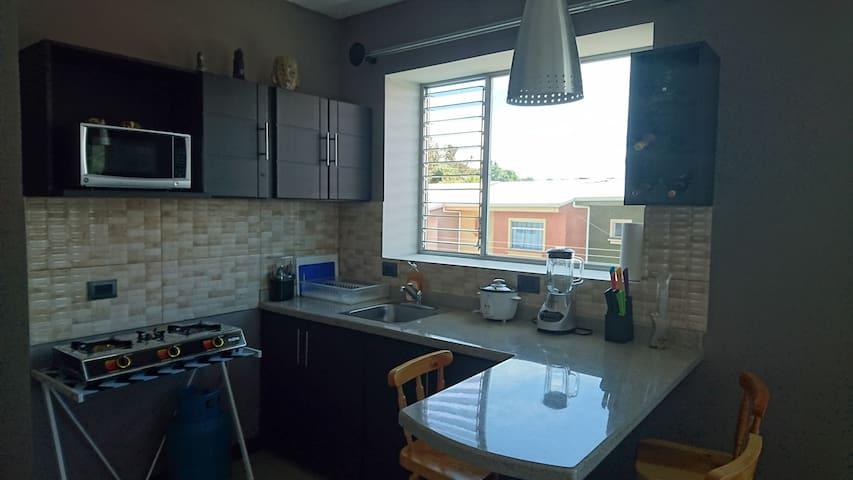 Apartamento moderno en barrio seguro 25m f airport - Barva - Apartamento