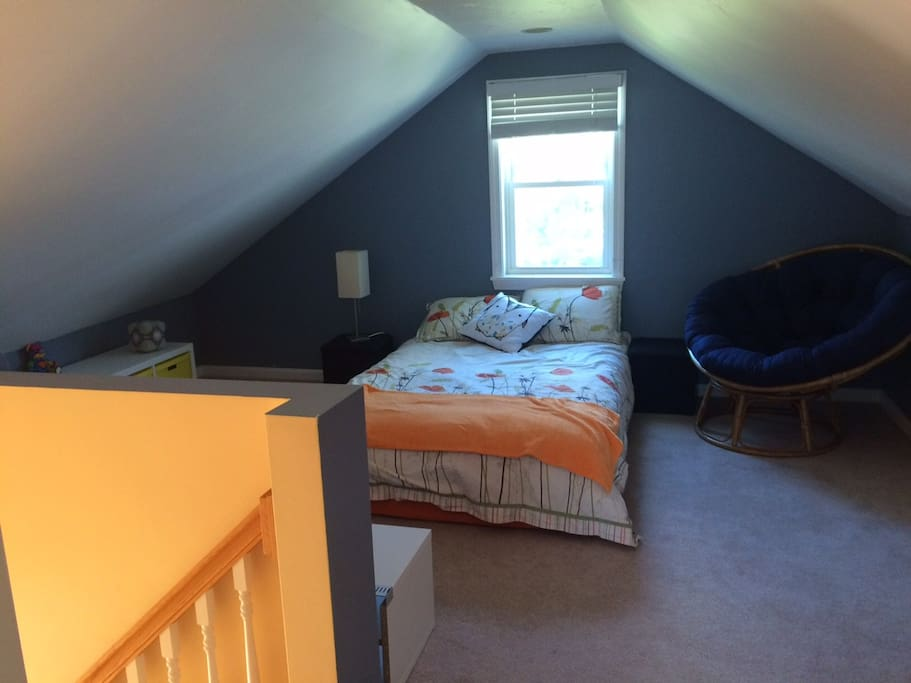 This room can be an extra bedroom (sofa bed) or a private living room. Note there is no door to the stairs.