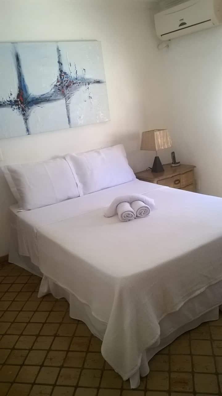 Confortável, 1 suite com ar, TV e piscina!