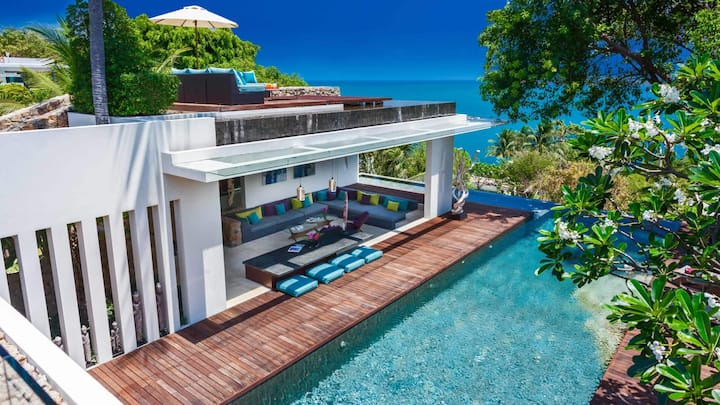 Glamorous Modern Villa with Island and Ocean View