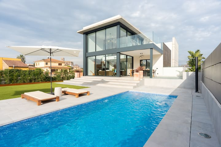 LUXURY VILLA IN COSTA BRAVA CLOSE TO THE BEACH