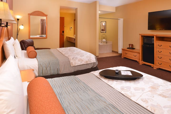 Family Owned Hotel, 2 Queen Suite @ Country Hearth