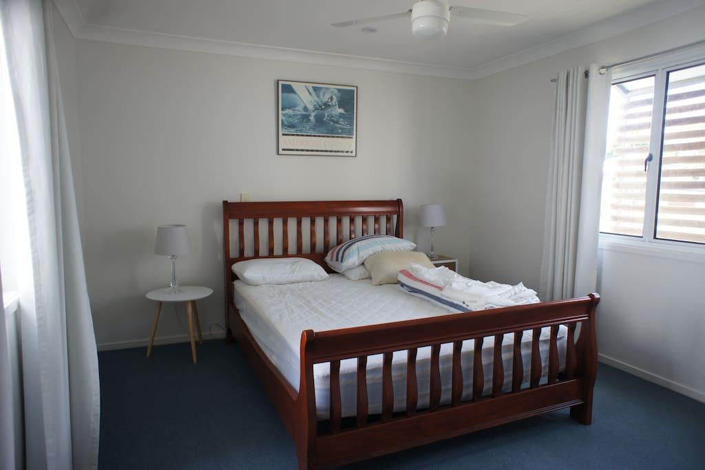 No 1 Bedroom . Queen Bed