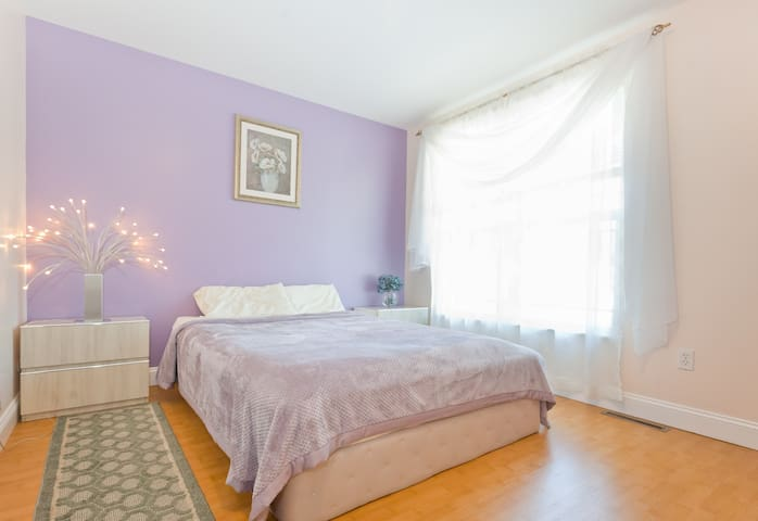 Comfortable Master bedroom - Chicopee - Casa