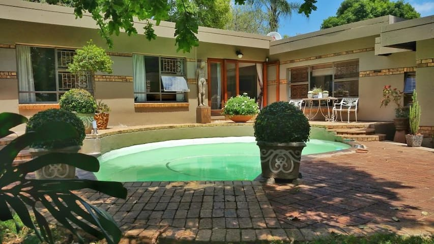 Easy, elegant and conveniently located duplex - Pretoria - House